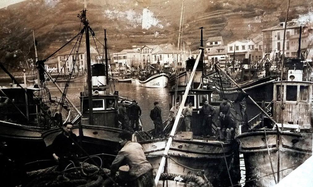 Barcos en el puerto de Ribadesella